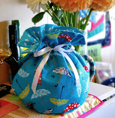 Tea cozy with umbrella print fabric